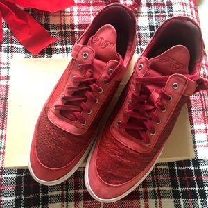 Filling pieces mens sneaker shoes with box cherry